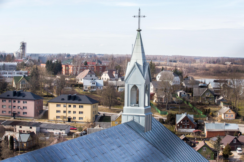 Anykščiai gali didžiuotis turintys Šv. apaštalo evangelisto Mato bažnyčią. Jos bokštai stiebiasi į 79 metrų aukštį, tai – aukščiausia bažnyčia Lietuvoje. Ji pastatyta dar XV a. antroje pusėje, vėliau ją nusiaubė gaisras ir netrukus Šv. apaštalo evangelisto Mato bažnyčia buvo atstatyta iš naujo. Vietinius ir turistus bažnyčia traukia ne tik dėl savo aukščio, bet ir įspūdingo grožio. Neogotikinė bažnyčia savo didybe šviečia iš toli, o be to – kiekvienas gali užlipti į viršuje esantį apžvalgos bokštą ir žvilgtelėti į Anykščius iš 33 metrų aukščio.
