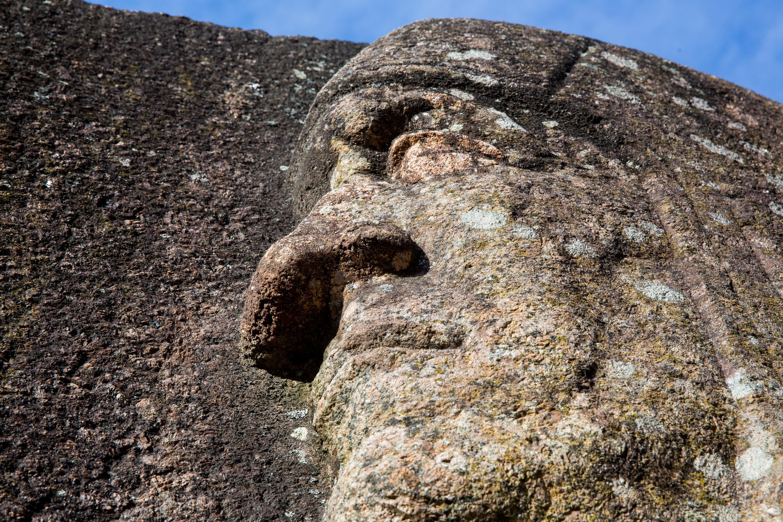 """Dar ir dabar yra manančių, kad Puntukas – didžiausias Lietuvoje riedulys. Vis dėlto šį titulą akmuo 1957 m. """"perdavė"""" Barstyčių rieduliui. Tačiau antroji pozicija 265 tonas sveriančio Puntuko populiarumo nenuslopino. 7,54 m ilgio, 7,34 m pločio ir 5,7 m aukščio akmuo intensyviai lankomas tiek lietuvių, tiek atvykusių užsieniečių."""
