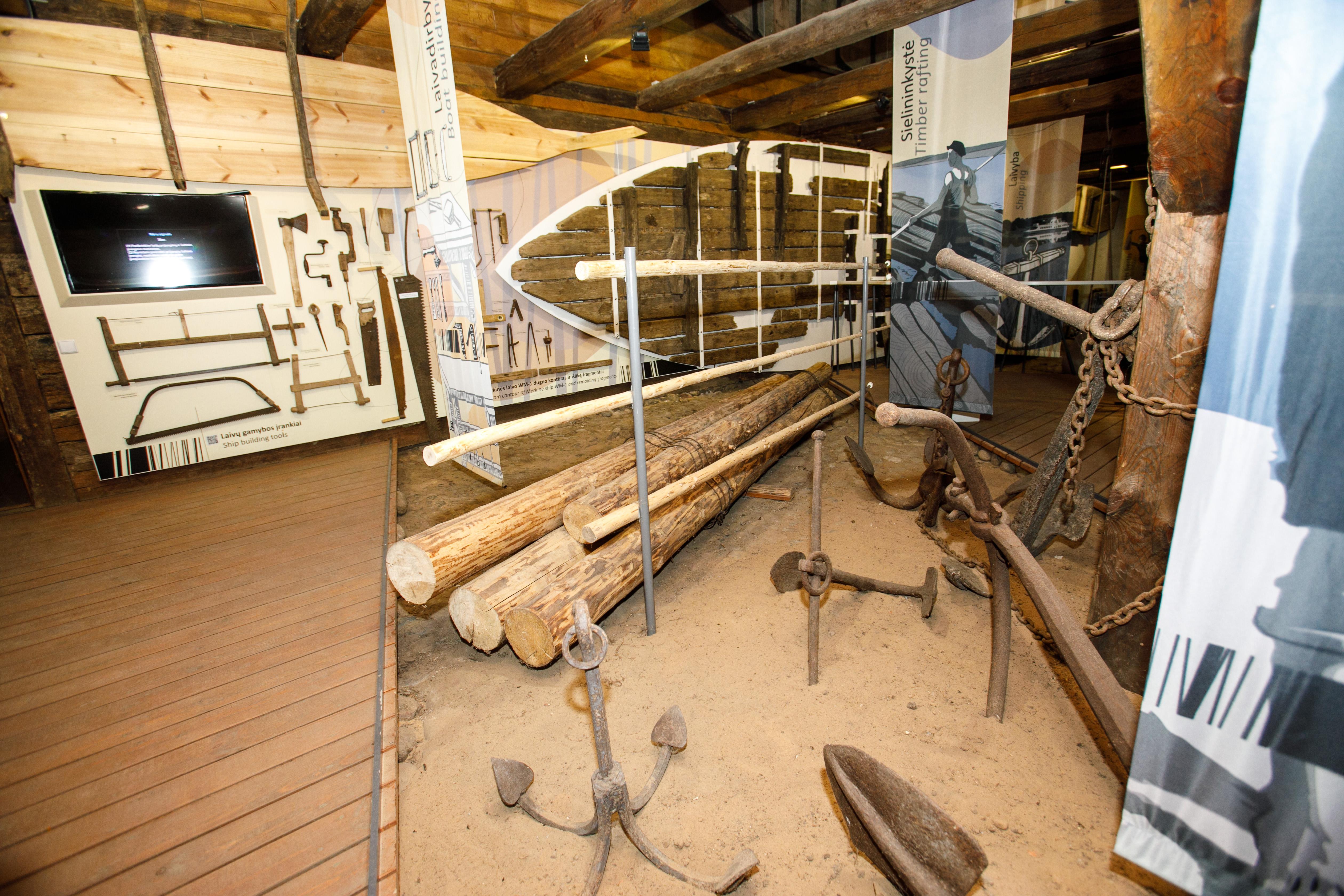 Kai vyksite į Panemunių regioninį parką, nepraskriekite pro lankytojų centrą – jis įsikūręs senoje karčiamoje ir čia dirbantys žmonės gali daug papasakoti ne tik apie žvejybą, skroblynus ar Gelgaudiškio dvaro parko legendas. Čia sužinosite, kodėl sėlininkai taip dažnai minėdavo Emą ir Barborą, o Vaiguvos gatve leidžiama pravažiuoti vos keturiems vietiniams gyventojams.